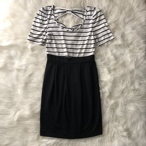 Short sleeve dress with bow accents